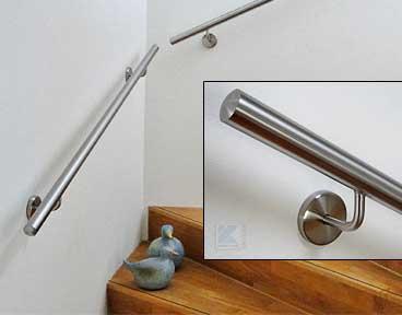 Handlaufhalter aus Edelstahl zur Montage an der Wand, mit integriertem Gummiring für die Sicherung der Abdeckrosette gegen Abklappen von der Wand