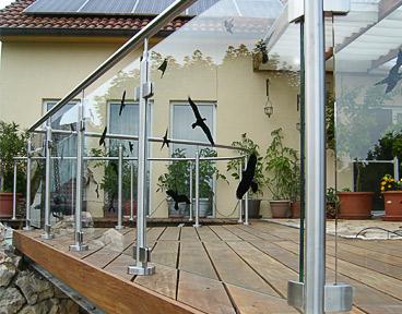 Glasklemmen - Edelstahlgeländer mit Glasfüllung auf Terrasse