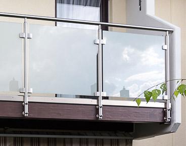 Glasklemmen - Montage an Balkongeländer aus Edelstahl