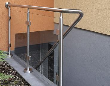 Glasklemmen - Montage an Geländerpfosten für Glasgeländer an Kellertreppe