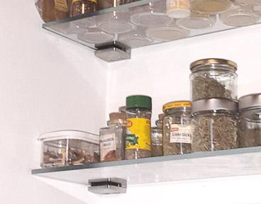 Glasklemmen - Verwendung für die Montage eines Glasregals in der Küche
