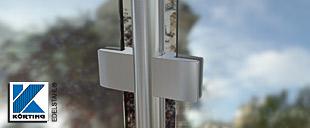 Edelstahl - Glasklemmen von Körting Edelstahl - Detail Geländer - Mittelpfosten mit Glasklemmen