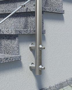 Geländerpfosten Montage seitlich mit Pfostenhaltern und Distanzstücken - Montageschritt 04