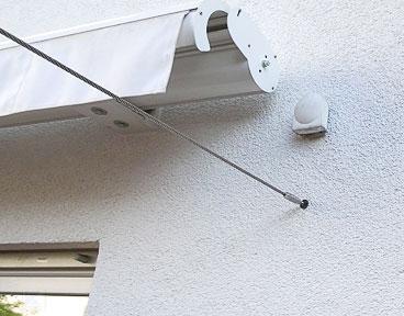 Kundenbild: Edelstahl Spannseil für Sonnenschutz an der Hauswand befestigt
