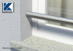 Absturzsicherung in Form eines unsichtbar verschraubten Edelstahlrohres in einer Fensterlaibung